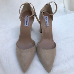 Gorgeous pointed heels!